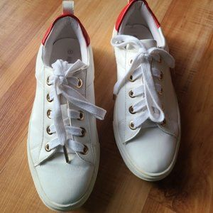 Kendall & Kylie white sneakers, size 8